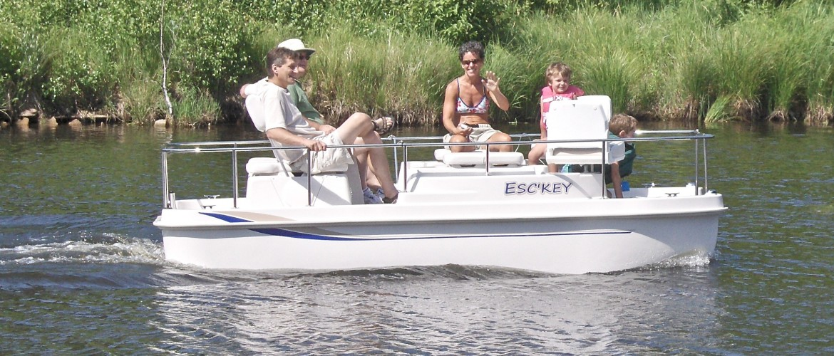 Deck Boat Escape Cruz Electric Deck Boat